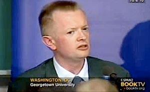Politiker hämnades på ex-flickvän i TV. Bild från video