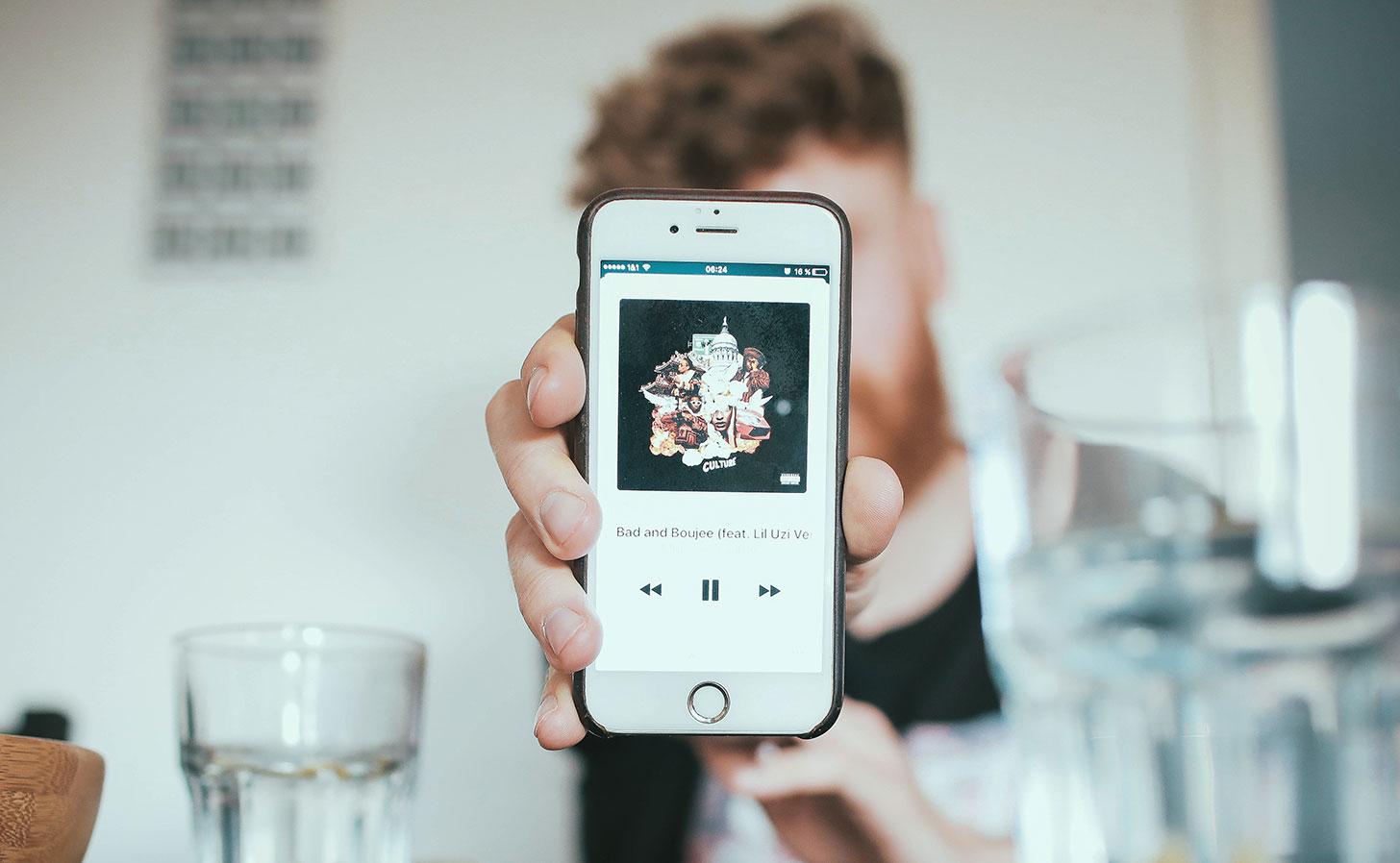 Du kan enkelt fixa en ny och mångsidig knapp på din iPhone. Foto: Igor Miske / Unsplash
